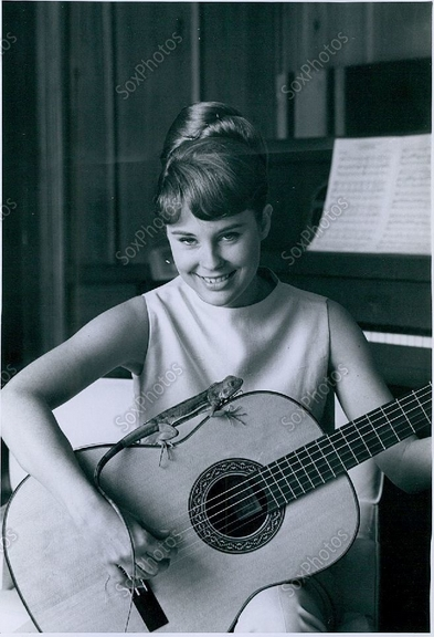 cheryl miller with her guitar